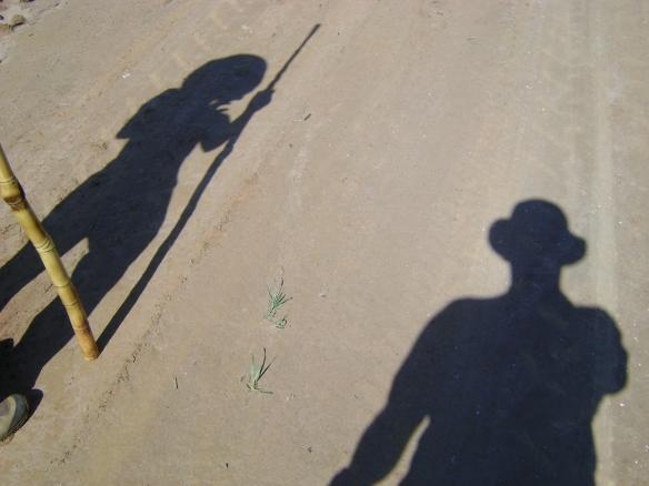 Nossas sombras caminhavam a frente, pois estavam mais descansadas. (11/10/2008)