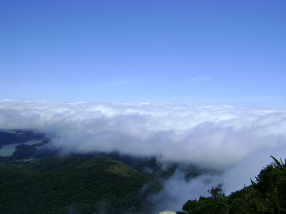 Acima das nuvens.