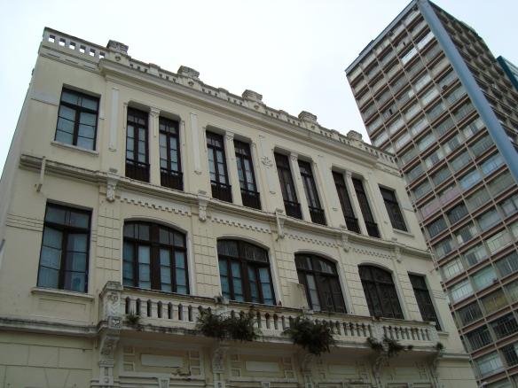 Prédio antigo na Rua XV.