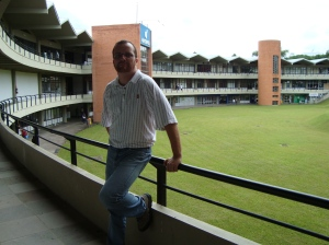 No prédio da administração da Unisinos. (11/03/2009)