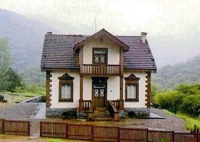 A Casa do Ipiranga quando ainda estava inteira. (fonte da foto: http://itupava.altamontanha.com/ipiranga.asp)