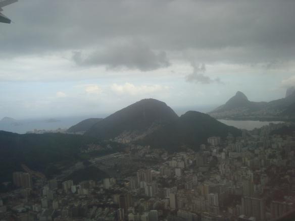 Sobrevoando a cidade do Rio de Janeiro. (07/05/2009)