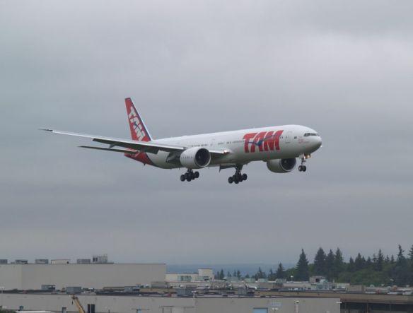 """O gigantesco """"Boeing 777-300"""" da Tam, que nos levou ao Chile."""