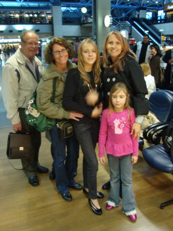 Seu Alfredo, Carmen, Shaira, Agnes e sua filha caçula. (22/07/2009)