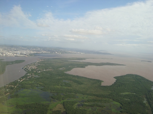 Chegando em Porto Alegre, com uma bela vista do rio Guaíba. (08/11/2009)