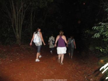 Caminhando no escuro.