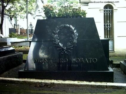 Túmulo do escritor Monteiro Lobato.