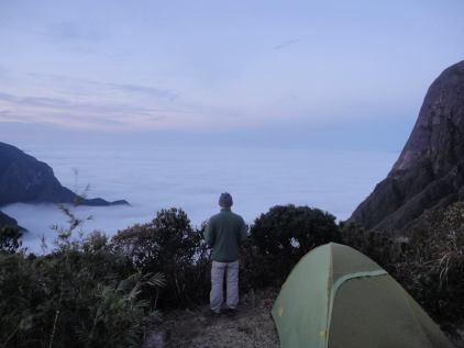 O Eduardo admirando a paisagem.