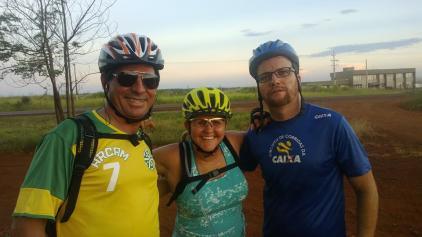 Colegas de pedal: Gilmar, Rosângela e Vander. (11/02/2014)
