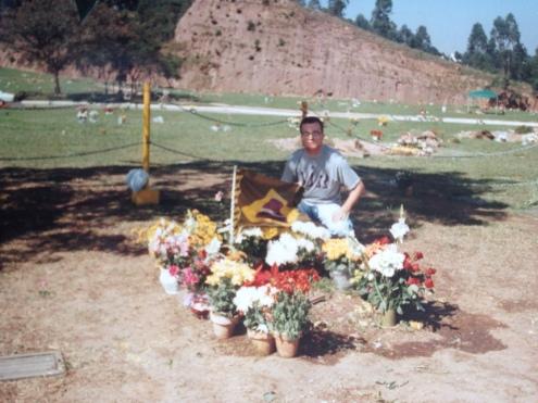 Visitando o túmulo do Ayrton Senna. (jul/1985)