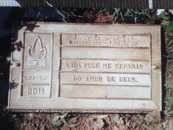 Lápide de Ayrton Senna (Cemitério do Morumbi - São Paulo) 1985.