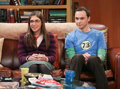 """""""The Raiders Minimization"""" -- Sheldon (Jim Parsons, right) seeks revenge after Amy (Mayim Bialik, left) ruins one of his favorite movies, on THE BIG BANG THEORY, Thursday, Oct. 10 (8:00 – 8:31 PM, ET/PT) on the CBS Television Network. Photo: Michael Yarish /Warner Bros. ©2013 Warner Bros. Television. All Rights Reserved."""