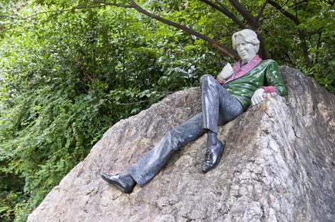depositphotos_9794541-stock-photo-statue-of-oscar-wilde